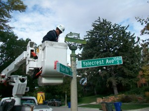 The dismantling of the street lamp.